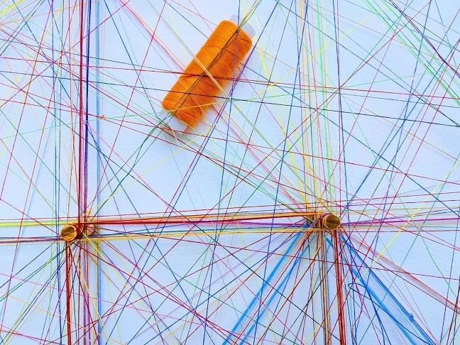 hilos-colores-atravesados